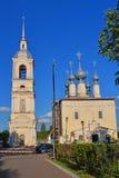 我们的斯摩棱斯克的夫人教会有分开的belltower的在苏兹达尔,俄罗斯 免版税库存照片