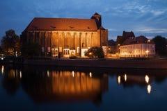 我们的沙子的夫人教会在弗罗茨瓦夫在夜之前 免版税库存照片