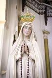 我们的法蒂玛夫人雕象在天主教会里 库存图片