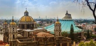 我们的瓜达卢佩河的夫人大教堂正方形在墨西哥城 库存照片
