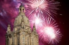 我们的Ladyand假日烟花德累斯顿逐字Frauenkirche教会 --是一个路德教会在德累斯顿,德国 免版税图库摄影