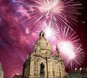 我们的Ladyand假日烟花德累斯顿逐字Frauenkirche教会 --是一个路德教会在德累斯顿,德国 库存图片