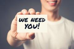 我们需要您!在一个人显示的卡片的消息 库存照片