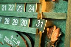 年或happ的绿色木日历葡萄酒焦点天31末端 图库摄影