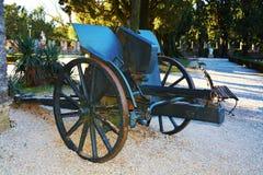 战争大炮和道路在Castello,科内利亚诺 免版税库存图片