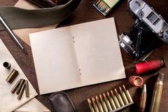 战争新闻工作者葡萄酒材料  免版税图库摄影