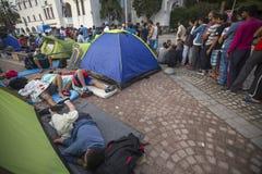 战争难民临近帐篷 更多比半的是从叙利亚的移民,但是有从其他国家的难民 库存照片