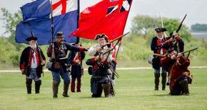 战士和旗子18世纪 免版税库存图片