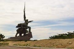 战士和水手纪念碑对塞瓦斯托波尔的英勇防御者在第二次世界大战期间在海角水晶的小山 免版税库存照片