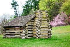 战士在福奇谷国家公园的原木小屋 免版税库存照片