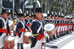 战士服装游行的人 免版税库存图片