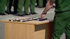 战士的军事肩章 股票视频