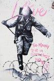 战士街道画柏林 免版税库存图片
