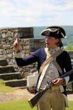 战士装货武器,堡垒Ticonderoga,纽约的再制定, 2014年 库存图片