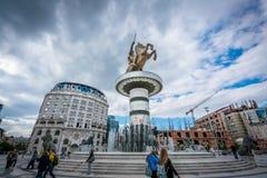 战士雕象一匹马的在斯科普里 免版税图库摄影