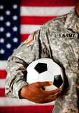 战士:拿着足球 库存图片