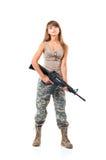 战士年轻美丽的女孩在与枪的伪装穿戴了 库存图片