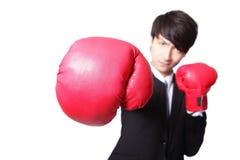 战斗与拳击手套的商人 免版税库存图片
