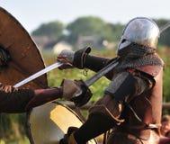 战斗北欧海盗战士 免版税库存图片