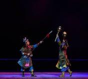 """战斗反对夜与战斗孩子的北京Opera""""Yue teenager† 免版税库存图片"""