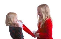 战斗在圣诞老人的女孩帽子 库存照片