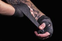 战斗机包扎他的手 免版税图库摄影