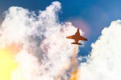 战斗机在天空的飞机作战飞行 免版税图库摄影