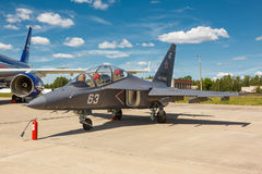 战斗机雅克-130 库存照片