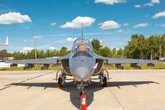 战斗机雅克-130 免版税库存图片