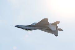 战斗机颠倒喷气式歼击机飞行 库存照片
