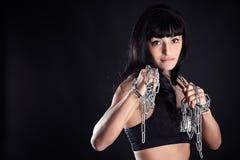 战斗的姿态的运动女孩 免版税图库摄影