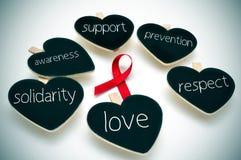 战斗的红色丝带与艾滋病 免版税库存照片