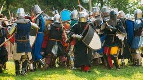 战斗的骑士与剑 恢复  库存照片