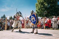 战斗的骑士与剑 恢复  免版税库存图片