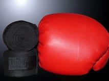 战斗的绷带和手套 免版税库存图片