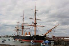 战胜的HMS一艘历史的皇家navywar船在波兹毛斯靠了码头 库存照片