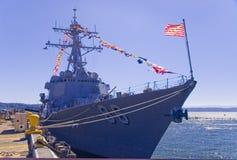战舰驱逐舰靠了码头 库存图片