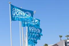 戛纳狮子创造性节日的蓝旗信号 免版税图库摄影