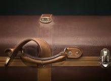 截去的包括的皮革路径手提箱葡萄酒 库存图片