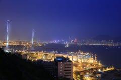截石机桥梁,香港在晚上 库存照片