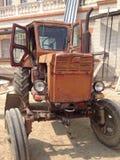 截去的查出的路径拖拉机葡萄酒白色 库存图片