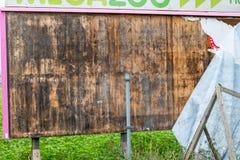 截去老路径的广告牌木 免版税库存图片