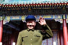 戴毛Tzetung套件和帽子的中国人在北京中国 免版税库存图片