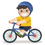 戴眼镜的一个逗人喜爱的男孩 骑自行车的他 库存例证