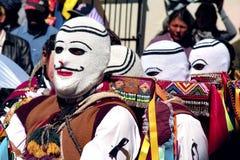 戴着一个典型的面具的人画象在菲尔根del卡门Paucartambo's节日  免版税库存图片