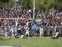 戴维斯,加州- 2006年10月15日:加利福尼亚大学戴维斯分校Aggies对中央阿肯色负担橄榄球赛 库存照片