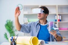 戴虚拟现实vr眼镜的年轻设计师 库存图片