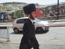 戴shtreimel裘皮帽,耶路撒冷的Hasidic犹太人 免版税图库摄影