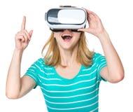 戴VR眼镜的妇女 免版税库存图片