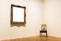 户内空白的美术馆被隔绝的绘的框架装饰围住 图库摄影